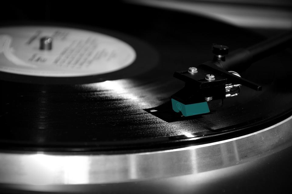 Białe kruki z czarnych winyli - audycję, którą dedykujemy miłośnikom analogowych brzmień [https://pixabay.com/pl]