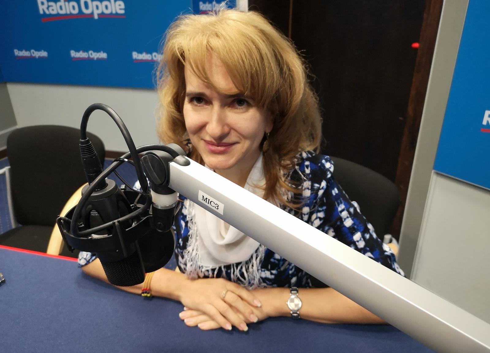 Renata Matusiak w studiu Radia Opole [fot. Barbara Tyslik]