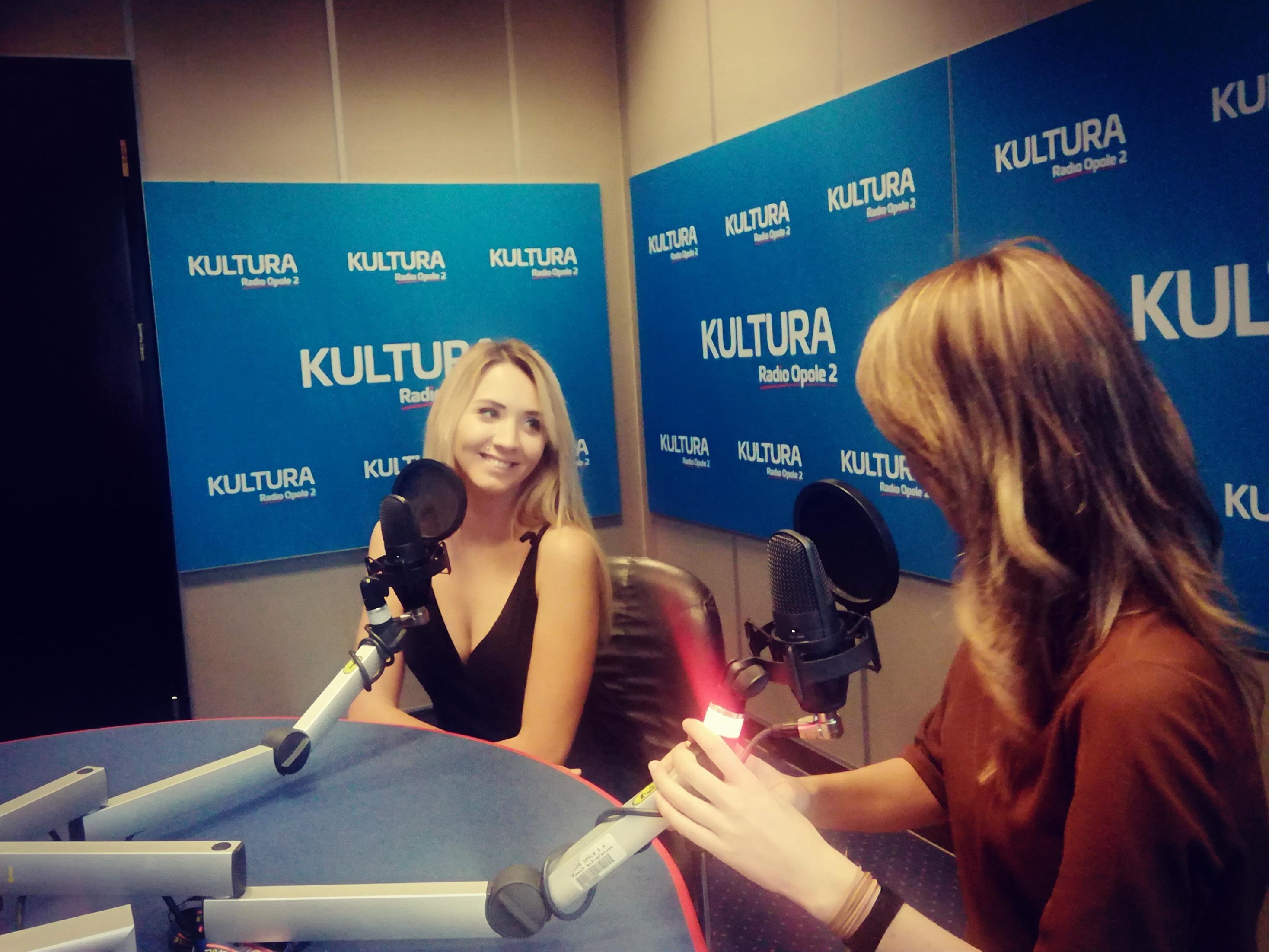 Natalia Rygiel i Anita Janczak w studiu Radia Opole