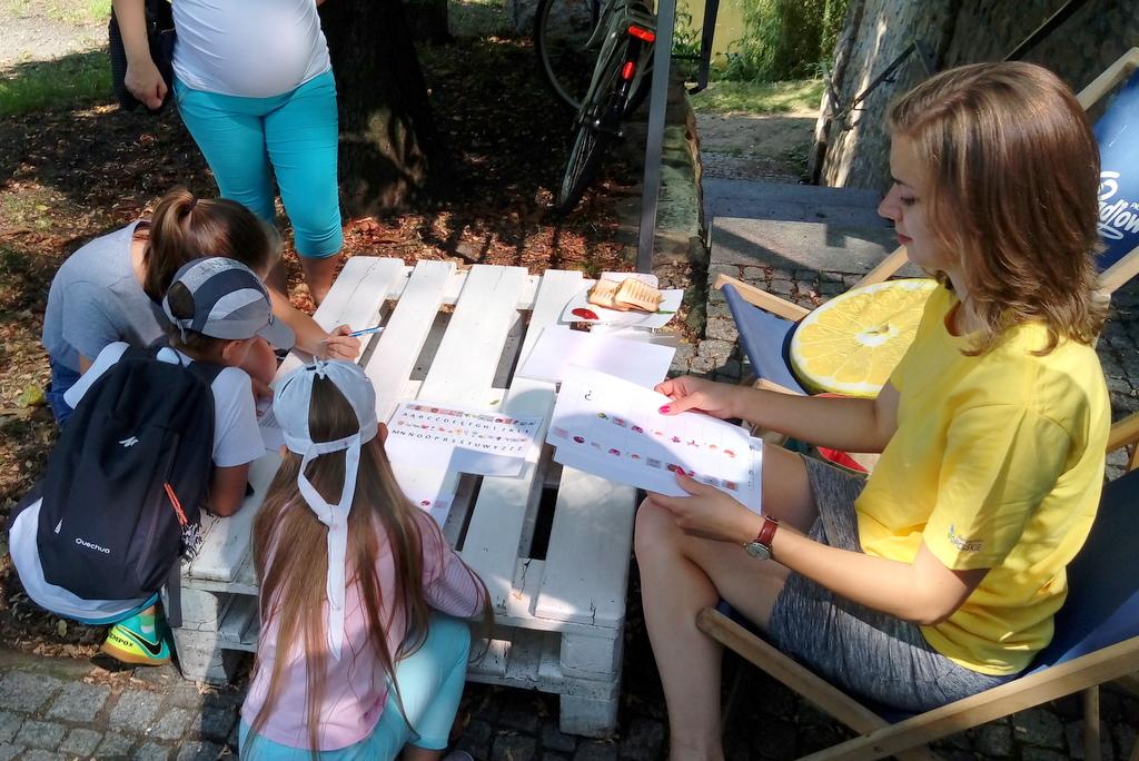 Gra miejska dla najmłodszych w centrum Opola z trzmielem w tle