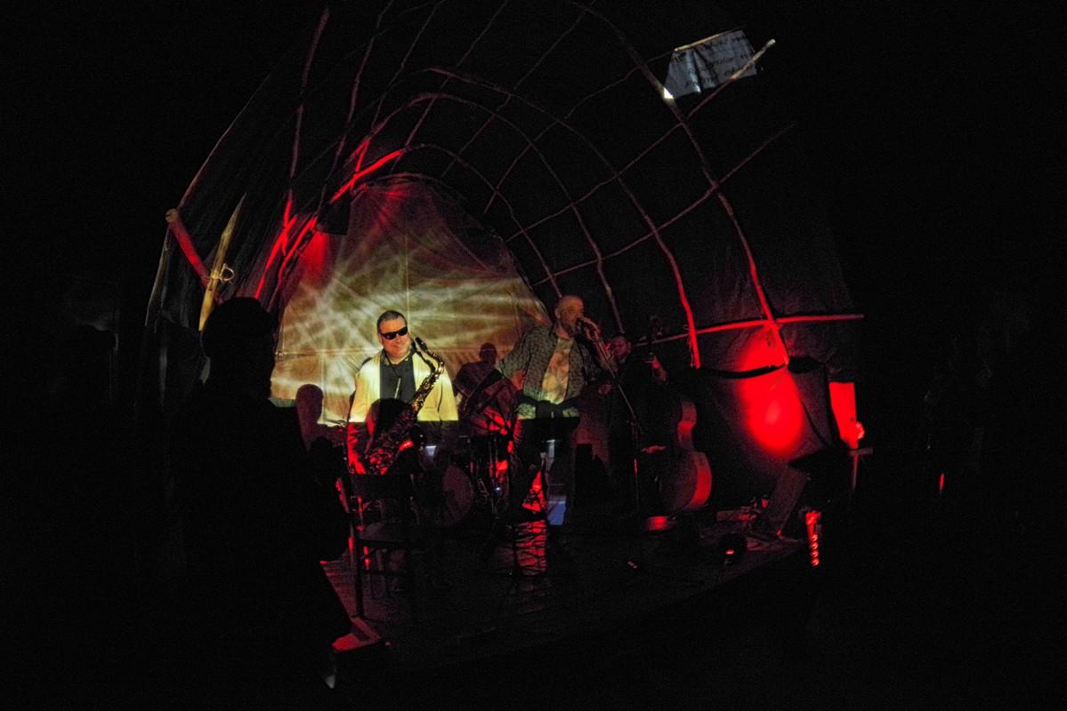 Muzyka etno połączona z free jazzem, a do tego multimedialny pokaz już wkrótce w Studiu M [fot. Anton Grosch]