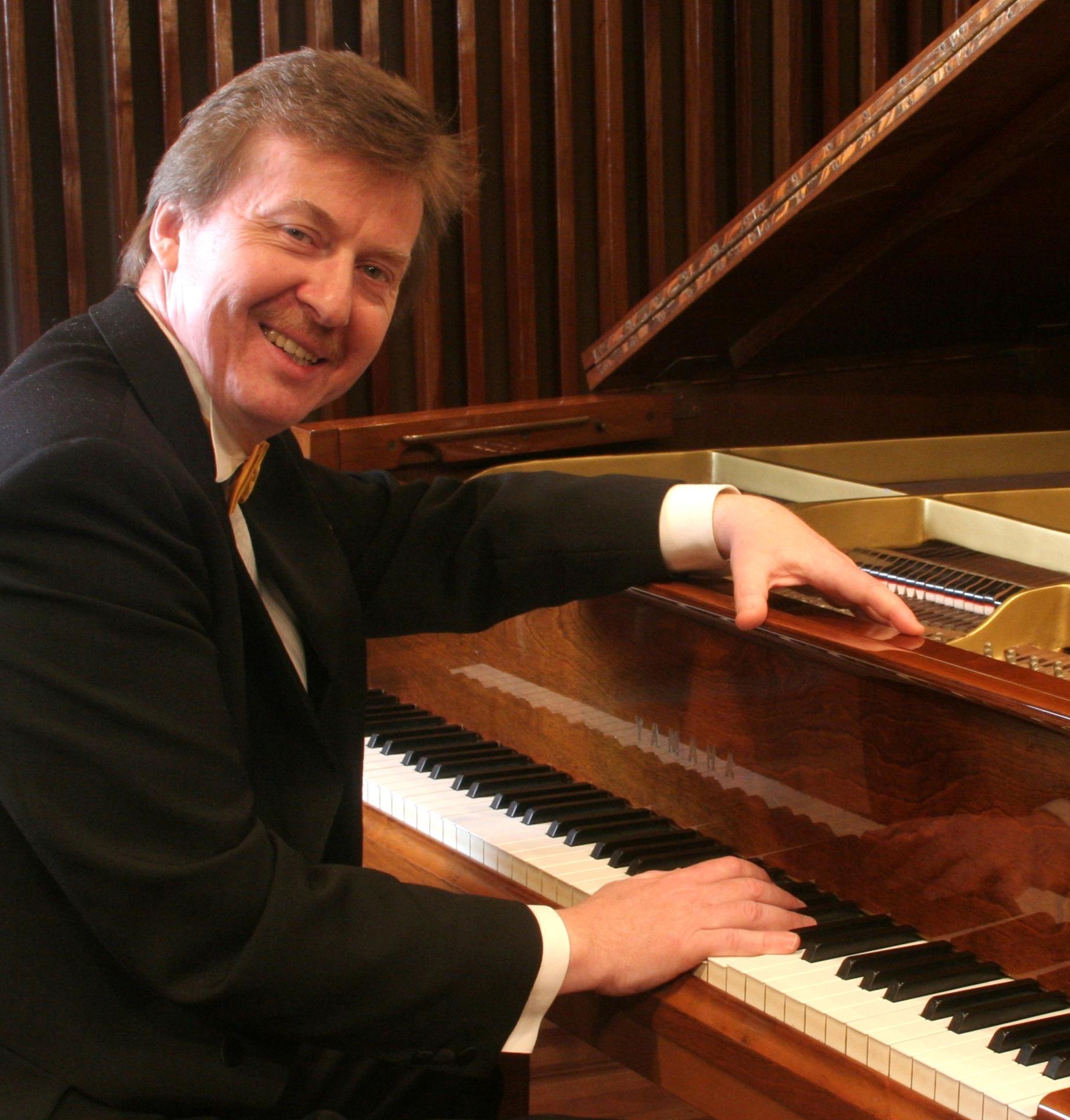 Na fortepianie zagra wybitny pianista - Karol Radziwonowicz [fot. materiały MDK Olesno]