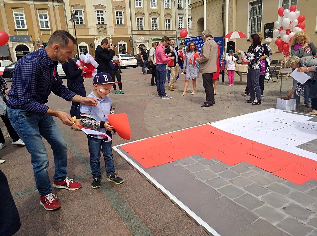Budowanie flagi [fot. Katarzyna Doros]