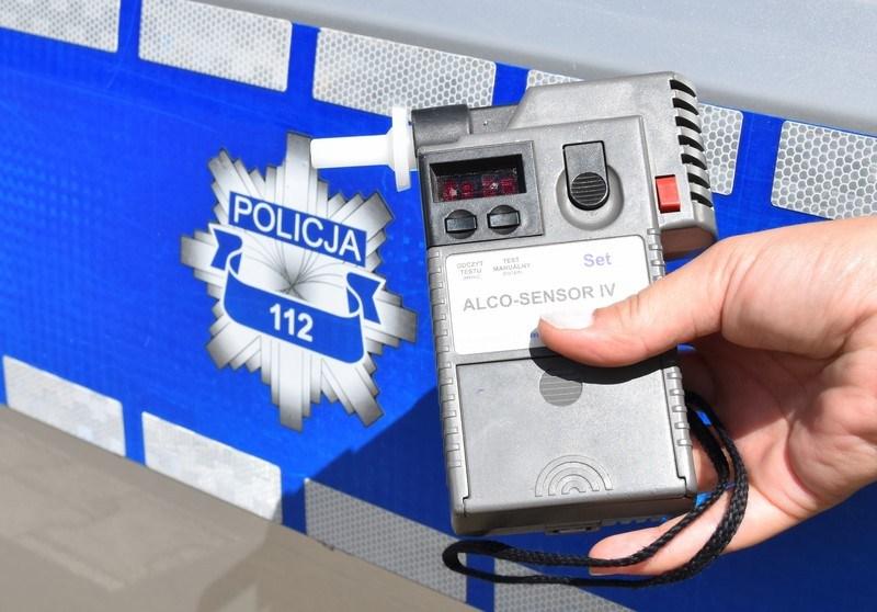 Policjant jadąc na służbę zatrzymał pijanego kierowcę [fot. brzeg24.pl]