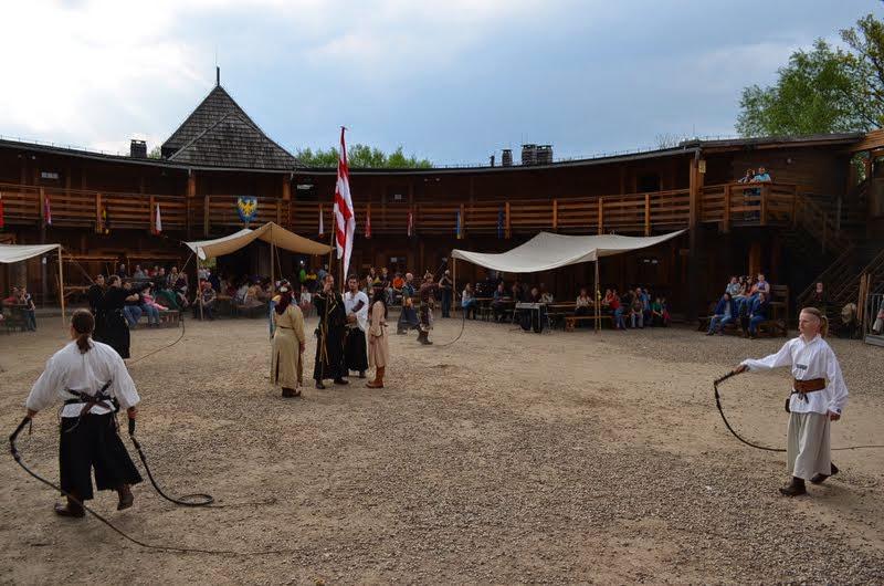 Międzynarodowy Turniej Rycerski w Grodzie pod Byczyną [fot. Średniowiecnzy Gród pod Byczyną]