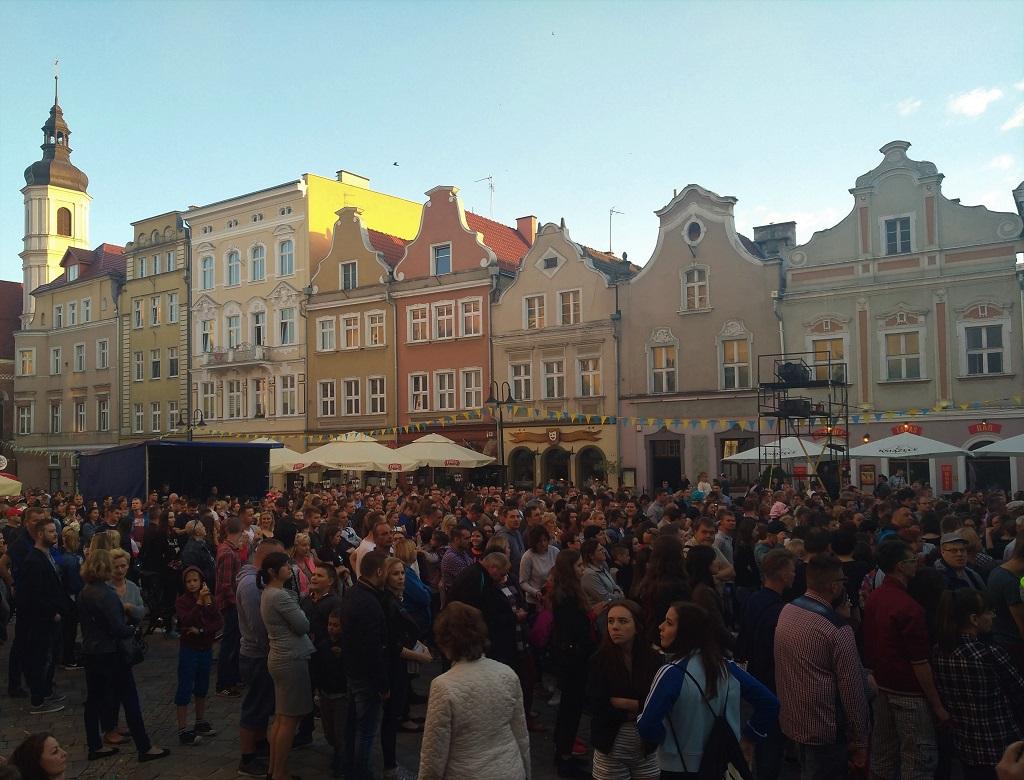 Koncert SoundnGrace przyciągnął tłumy na opolskim Rynku