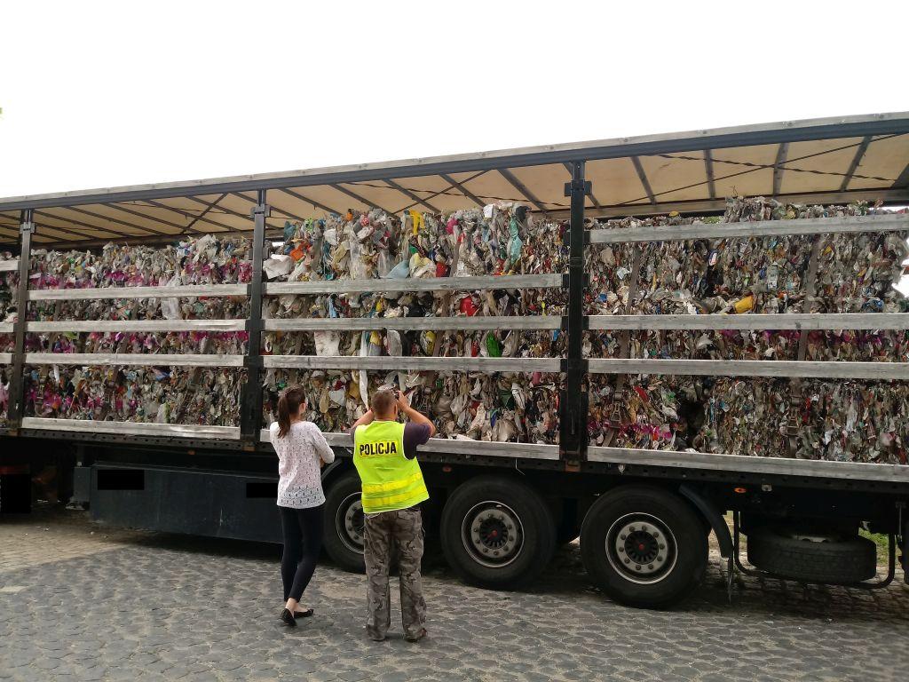 Nielegalny transport śmieci zatrzymany w okolicach Dąbrowy [fot. ITD]