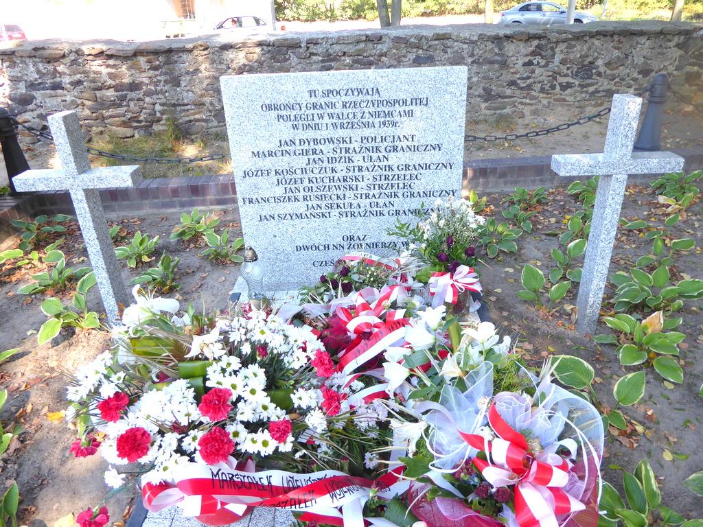 Na cmentarzu w Praszce upamiętnili pierwszych poległych z września 1939 roku