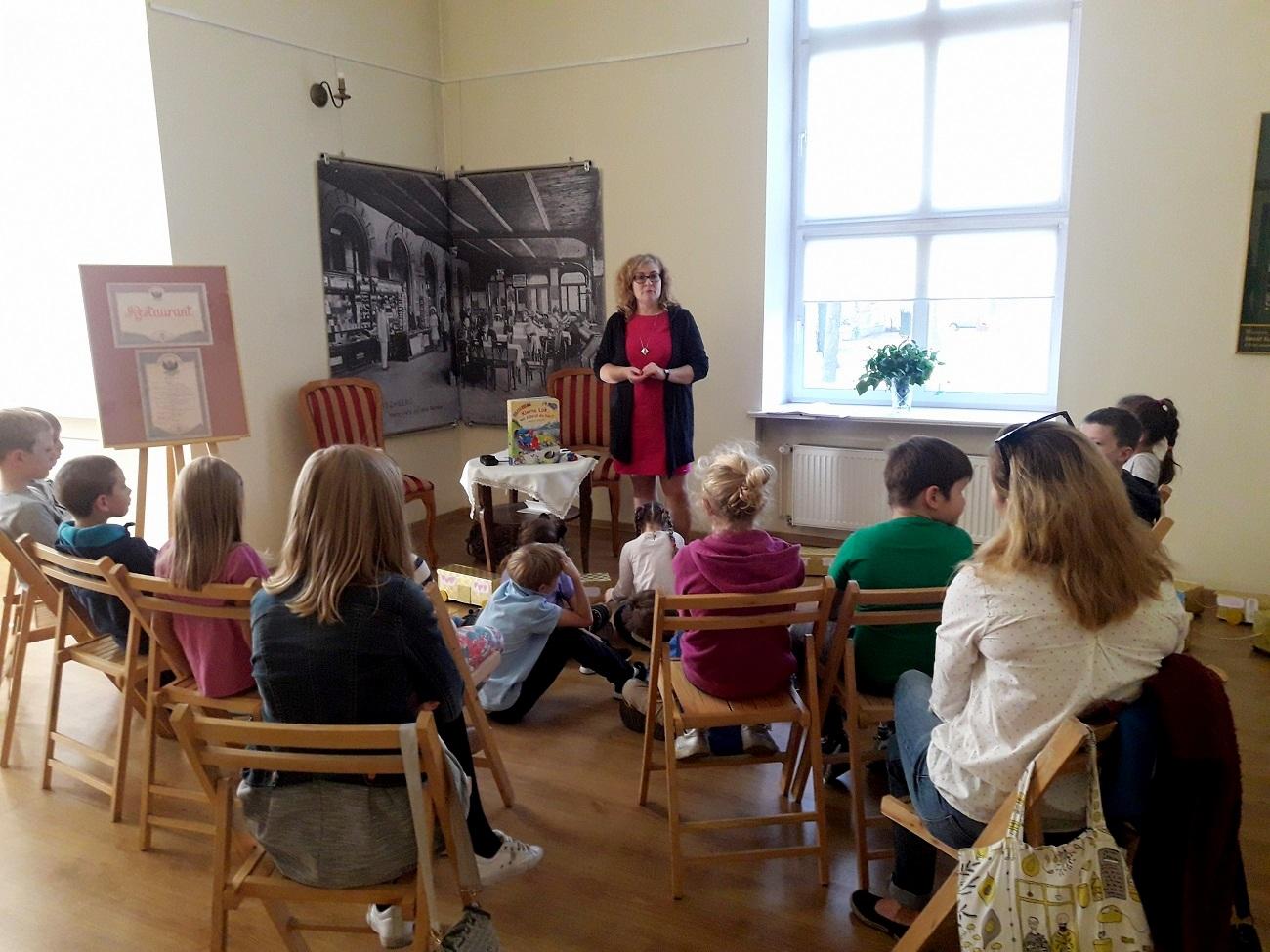 Najmłodsi mieszkańcy Opola osłuchują się z obcym językiem i poznają austriacką literaturę [fot. Wiktoria Palarczyk]