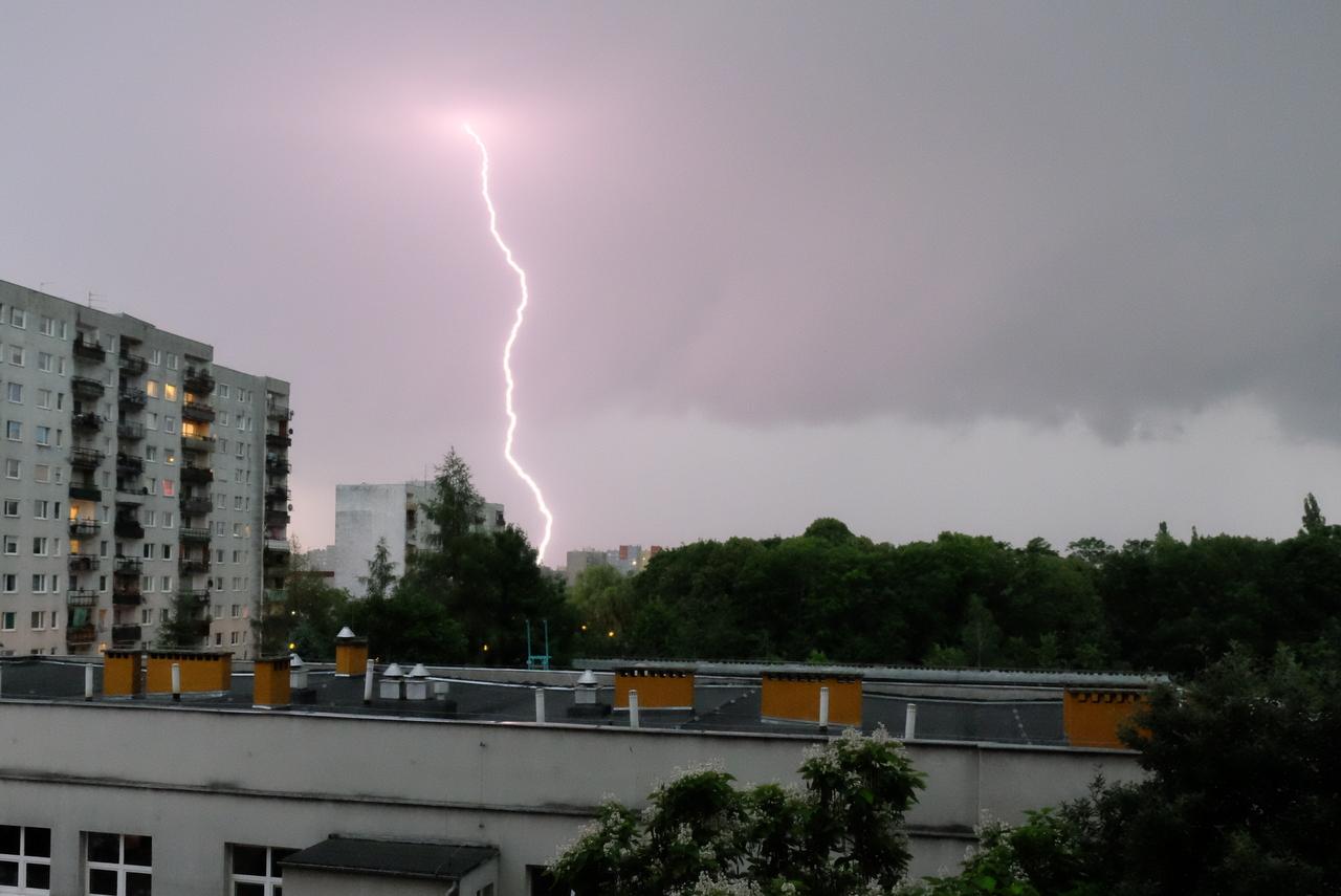 Do północy w województwie opolski trzeba uważać na burze z silnym wiatrem. Możliwy też grad