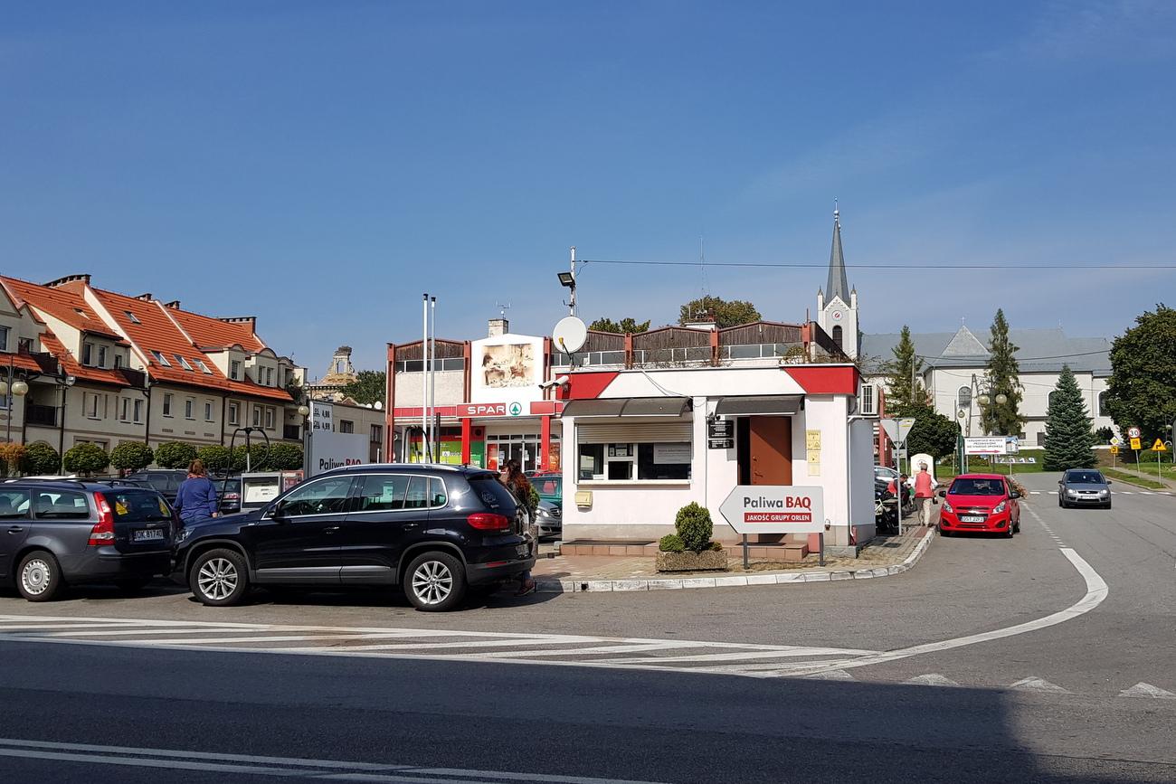 Z Rynku w Ujeździe ma zniknąćstacja benzynowa [fot. A. Pospiszyl]