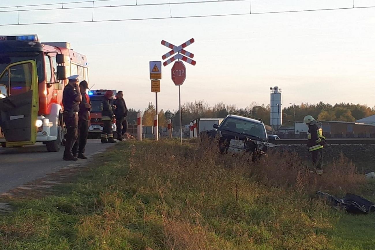 Wypadek W Opolu Osobówka Wjechała Pod Pociąg Pospieszny
