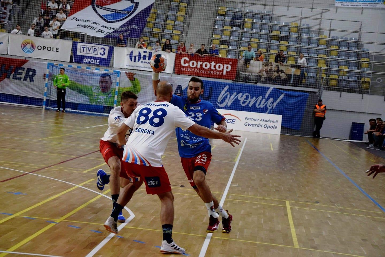 Faza grupa pucharu EHF coraz bliżej. Gwardia wygrała z Puławami 26:24 [fot. Gwardia Opole]
