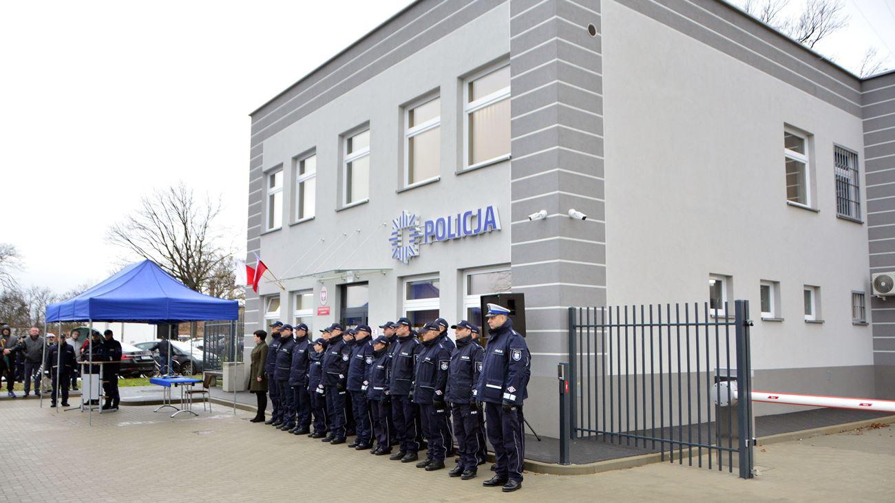 Policjanci z Grodkowa mają nowy komisariat. Rok naszego stulecia jest bardzo dobry dla polskiej policji [ZDJĘCIA]