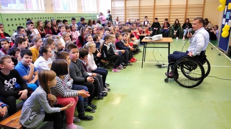 Tomasz Kunecki spotkał się z opolskimi uczniami z okazji Międzynarodowego Dnia Osób Niepełnosprawnych