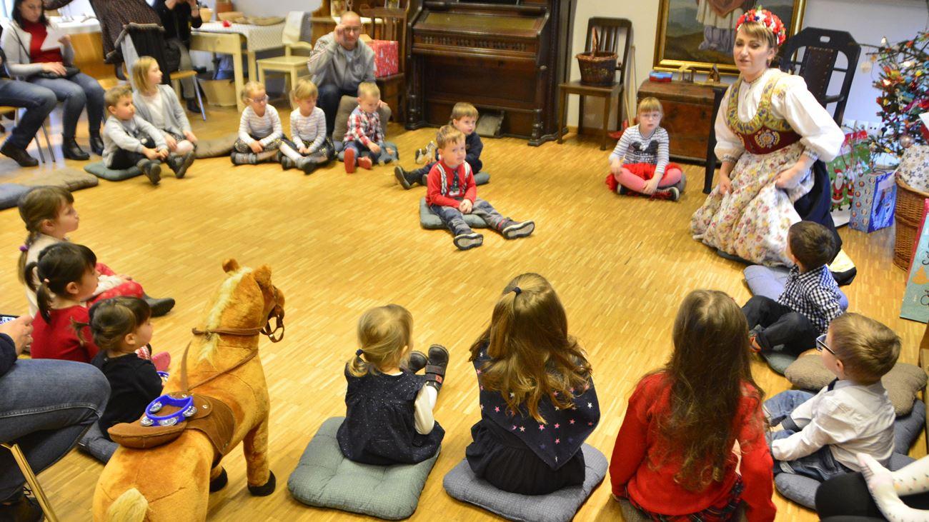 Muzeum Wsi Opolskiej uczy, jak samodzielnie wykonywać świąteczne ozdoby. W skansenie trwają mikołajkowe warsztaty dla całych rodzin