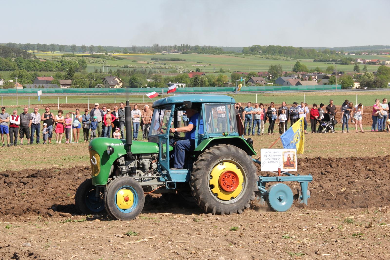 Lubecko zaprasza na pielgrzymkę rolników, konkurs orki zabytkowymi traktorami i rodzinne świętowanie [fot. przesłane przez Stowarzyszenie Rozwoju Wsi Lubecko]