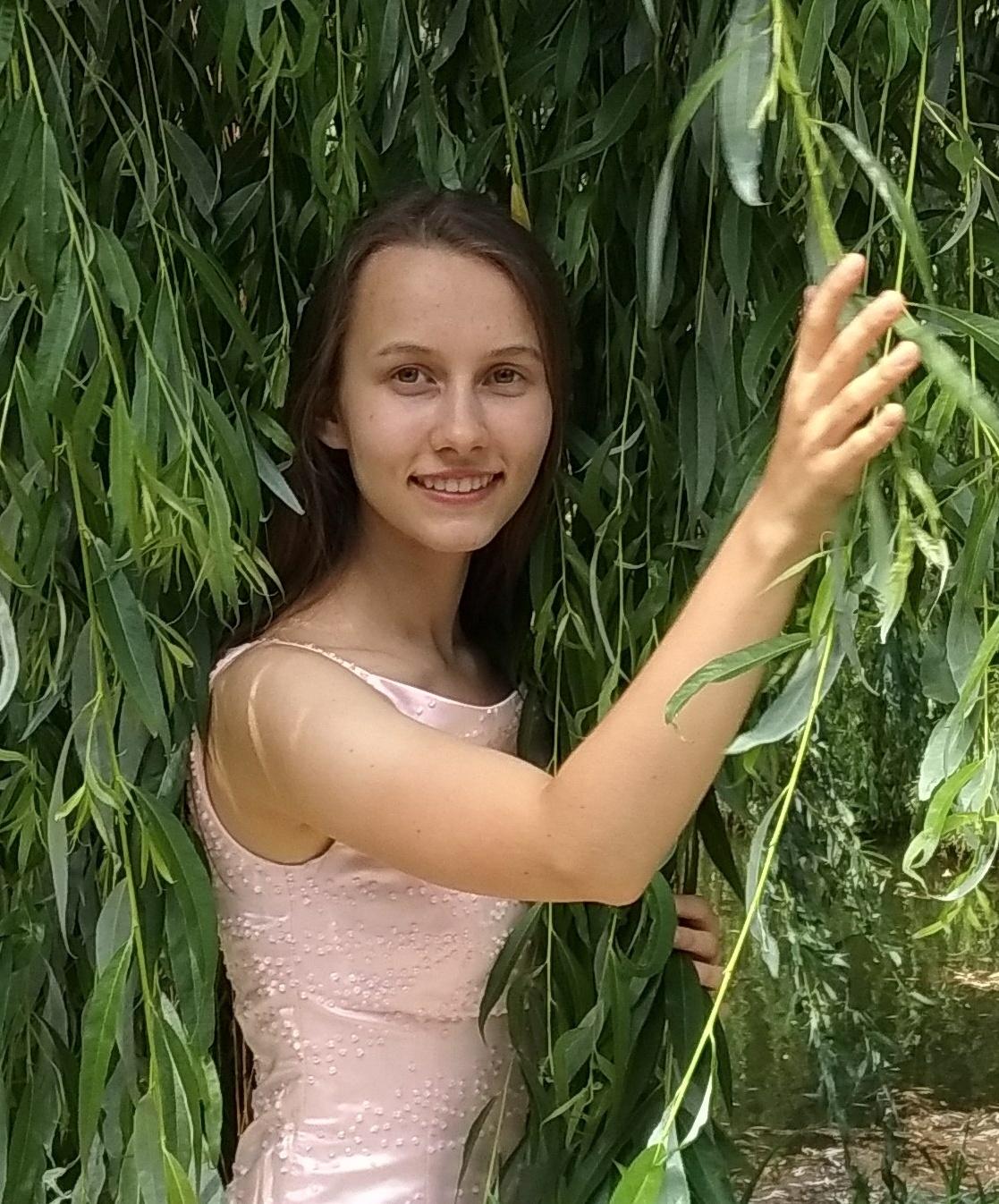 Konstancja Śmietańska podczas piątkowego koncertu zagra na wiolonczeli [fot. materiały organizatora]