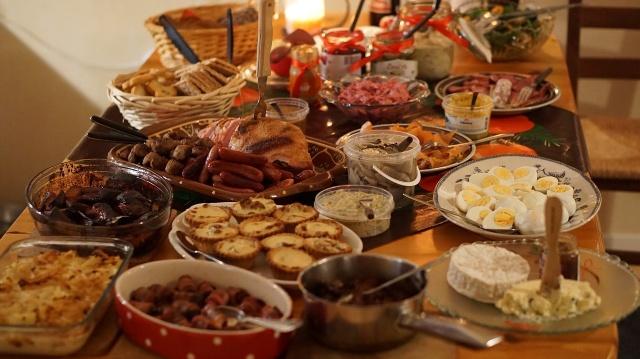 Bank Żywności radzi co zrobić, żeby nie wyrzucać jedzenia po świętach