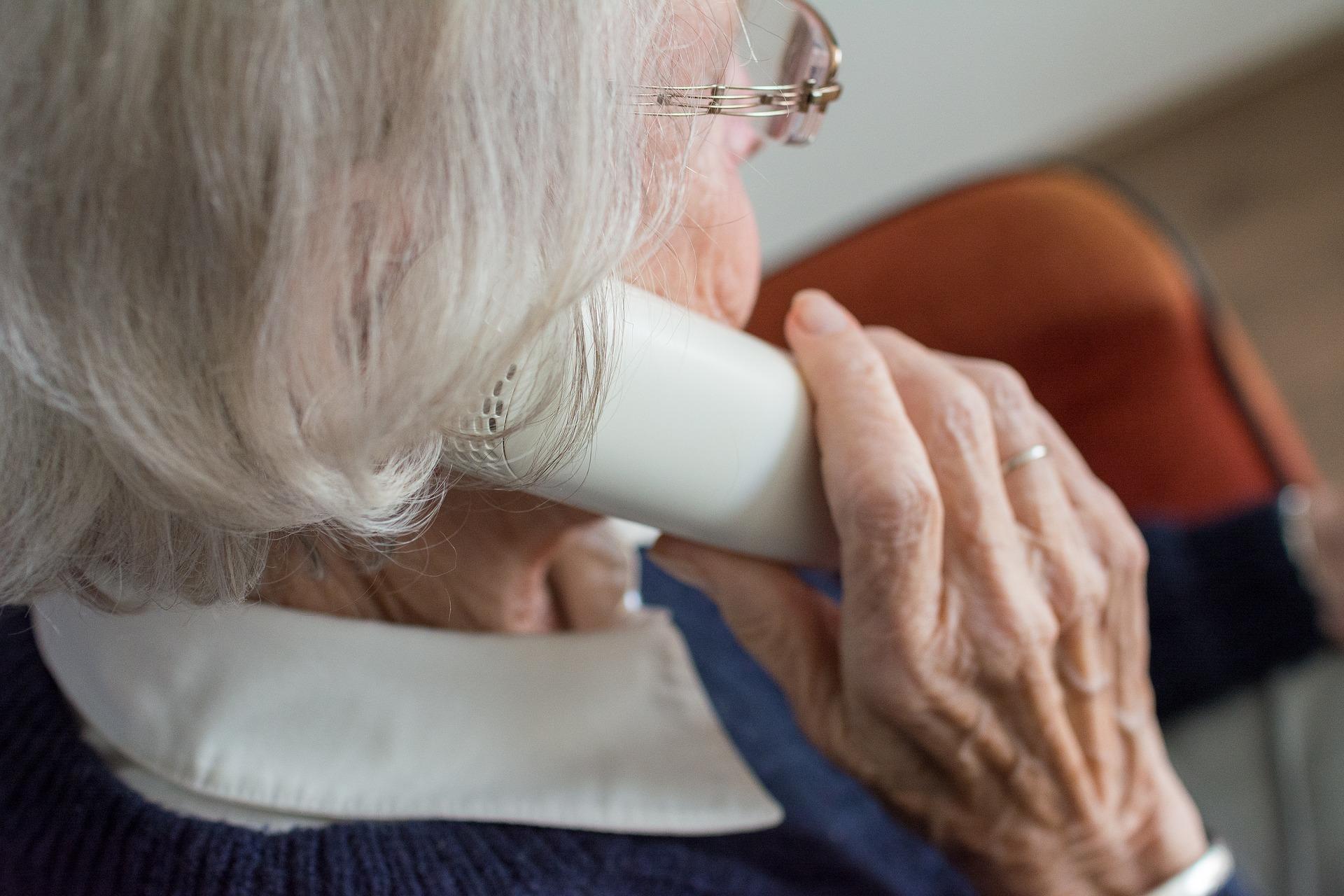 Opolscy seniorzy nie dali się nabrać oszustom działającym metodą na wnuczka i policjanta