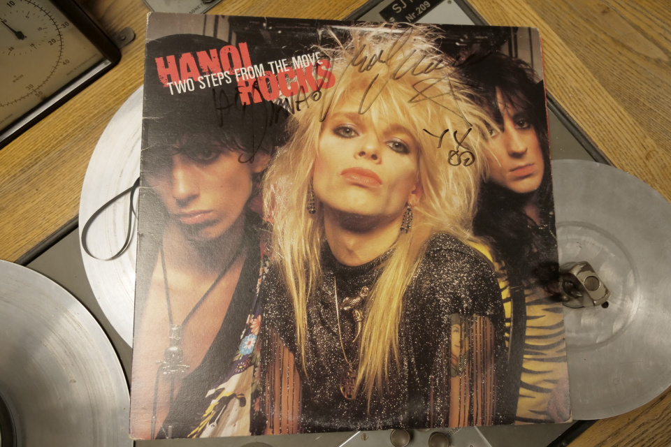 """Białe kruki z czarnych winyli"" Hanoi Rocks ‎– Two Steps From The Move"