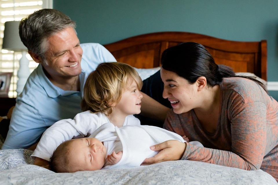 Opolanie coraz chętniej decydują się na urlopy ojcowskie