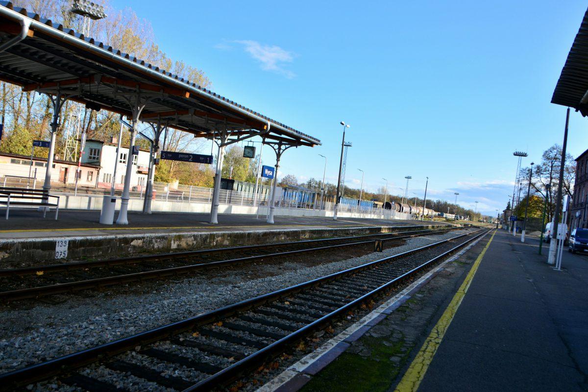 Dworzec kolejowy w Nysie [fot. Daniel Klimczak]