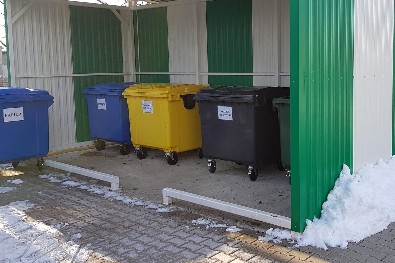 Kontenery na śmieci. Zdjęcie ilustracyjne [fot. Agnieszka Pospiszyl]